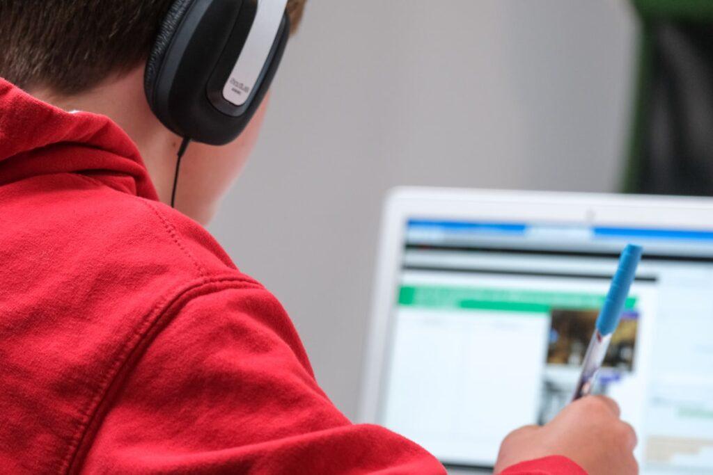 Las ventajas de un sistema de supervisión de exámenes en línea en las escuelas de idiomas